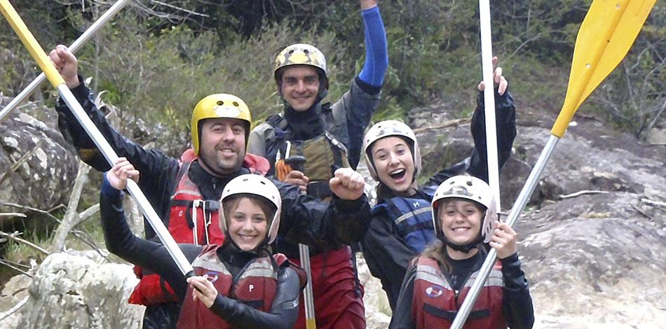 crianças rafting