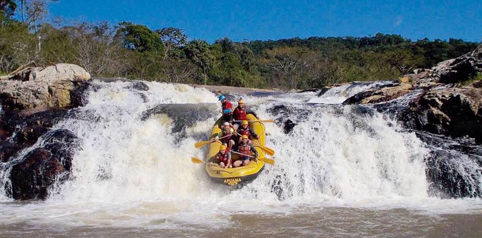bote de rafting no rio cubatao
